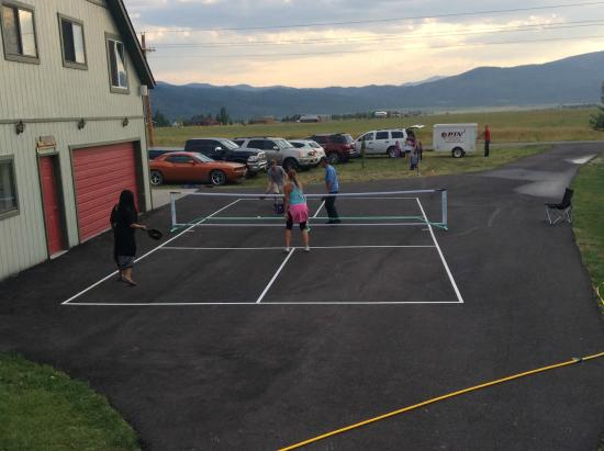 Kasper's Kountryside Inn: Pickleball