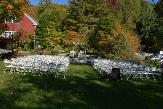 Bridgewater, NH: Inn at Newfound - Garden Wedding Location
