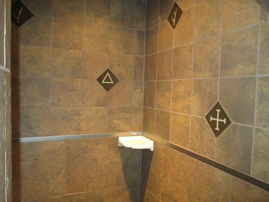 Walk-in shower sports custom tuiles with T.R.\'s ranch brands ...