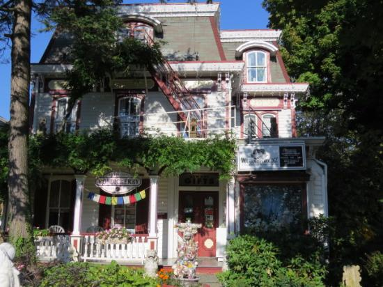Village Green Bed and Breakfast: Front View of B&B
