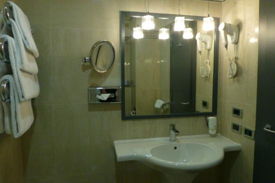 BEST WESTERN Atlantic Hotel: Bathroom, Room 520