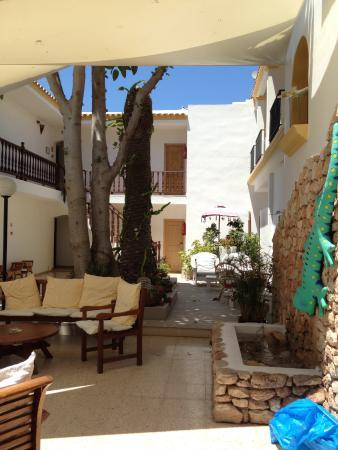 Hostal La Savina: salones exteriores