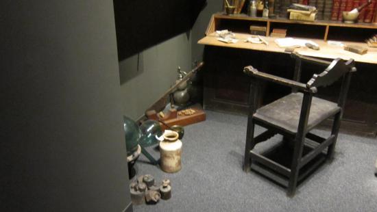 Museo-Vieja Farmacia: Bureau