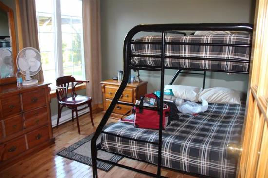 Bears Cove Inn: Double Bunk Bedroom