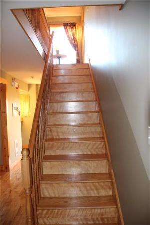 Bears Cove Inn: Hallway to Upstairs