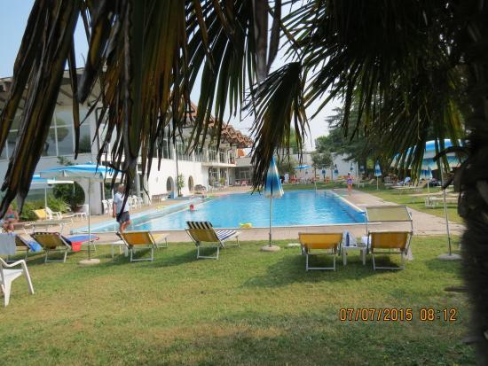 Hotel Terme Excelsior: La piscina esterna collegata con quella interna.