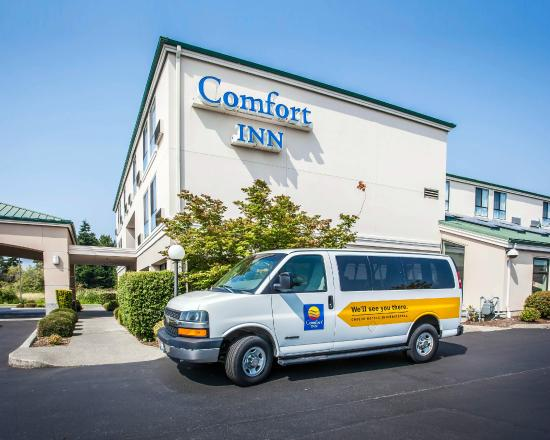 Comfort Inn Bellingham: Exterior with shuttle van