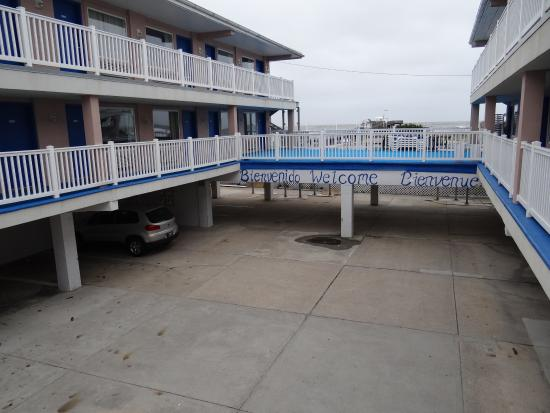 Ocean Front Motel: Outside view