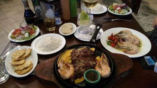 Don Chacho Grill: Steak with shrimp and shrimp dinners