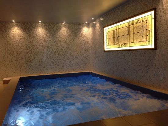 Facade de l 39 h tel picture of hotel les matins de paris for Hotel france spa
