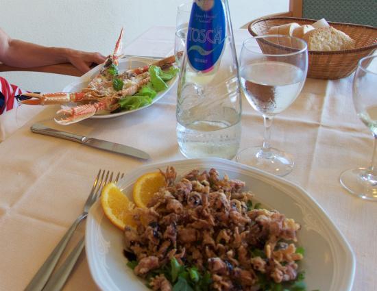 Hotel Filippo II: Calamari in the restaurant