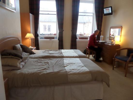 The Waverley Hotel: Comfortable, spacious bedroom