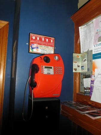 An Cruiscin Lan Hotel: vintage phone in the bar area