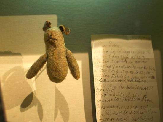 Ottawa, Kanada: Every artifact has its human story attached