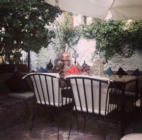 Bijout Boutique Cafe: photo0.jpg