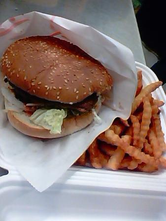 Gjovik Municipality, Norwegen: Hamburger with pommes fries * Hamburger med pommes frites