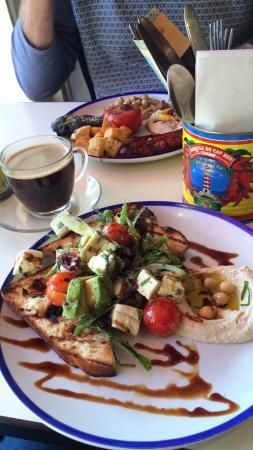 Comptoir Libanais: Tastiest  breakfast I've ever had