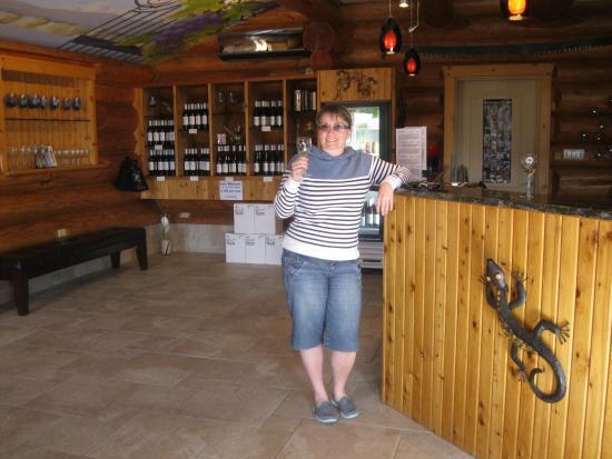 Summerland, Kanada: SMALL TASTING ROOM