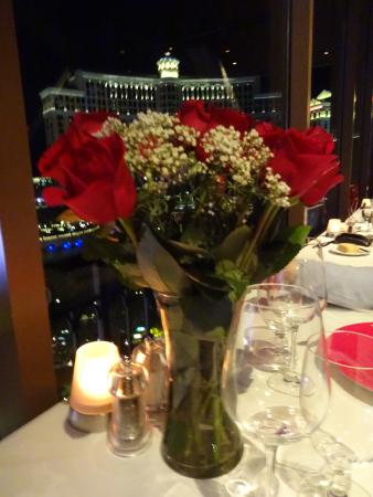 Red Roses Picture Of Eiffel Tower Restaurant At Paris Las Vegas