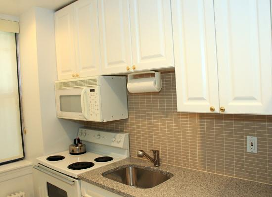 BEST WESTERN PLUS Hospitality House: Suite Kitchen