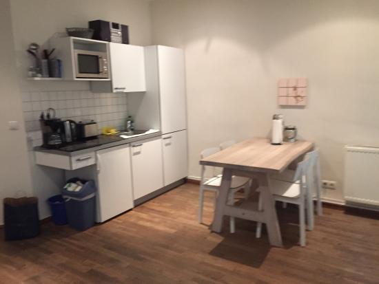 Schoenhouse Apartments: cocina y comedor