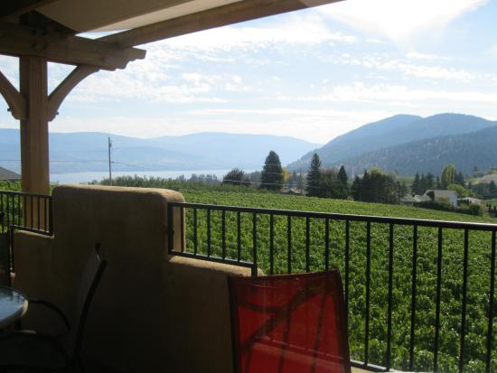 Summerland, Canadá: VIEW FROM THE PATIO