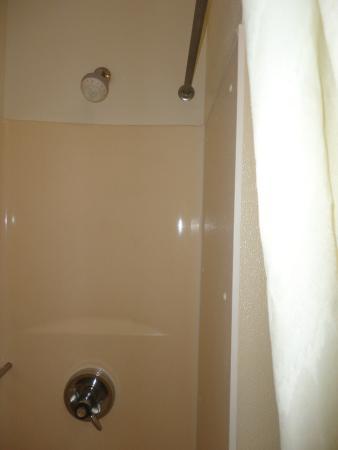 Days Inn Great Falls: The inside of the shower