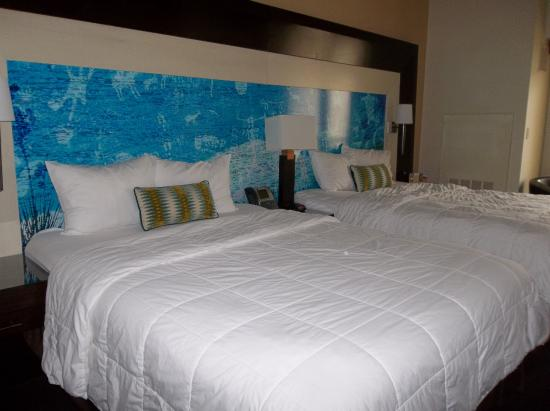 Inn of the Mountain Gods Resort & Casino: Beautiful room with two queen size beds