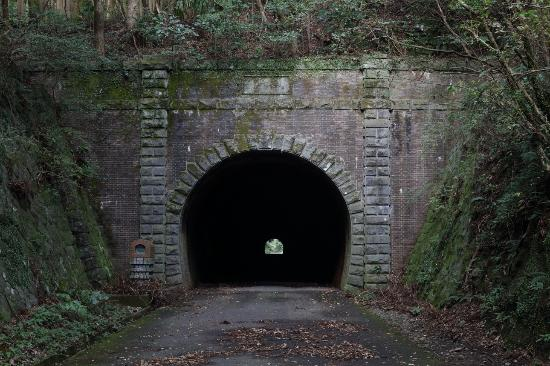 ‪Old Tsunagi Tunnel‬
