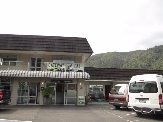 Gateway Motel Picton Accommodation: Ample parking space