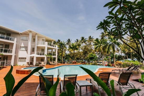 Beaches Port Douglas: Pool View - Apt 306 (www.306onthebeach.com.au)