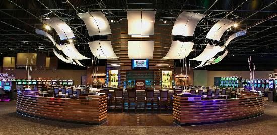 Kingston, WA: Center Bar at The Point Casino