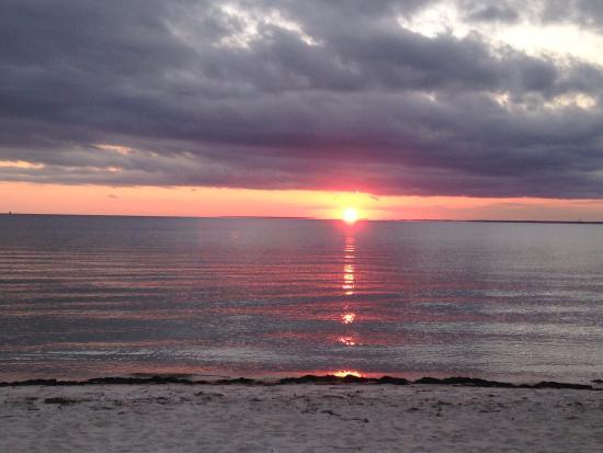 Sea Crest Beach Hotel: Sunset