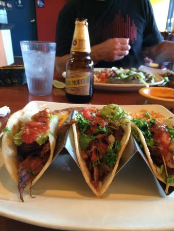 Ceja's Mexican Diner & Grill: Taqueria style tacos platter