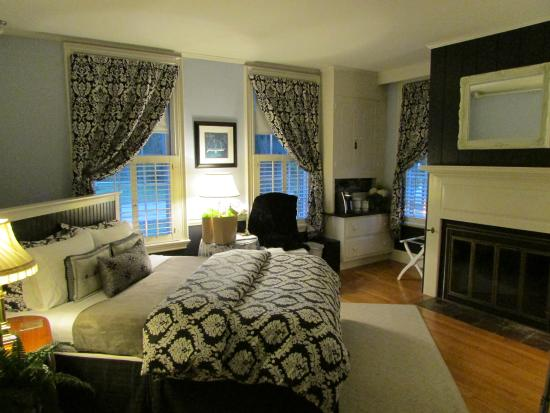PineCrest Inn: The former living room transformed!!