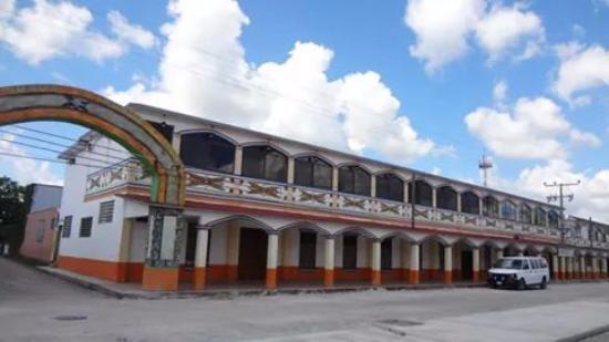 """Comalcalco, Mexico: corredores del pueblo de mil colores""""cupilco"""""""