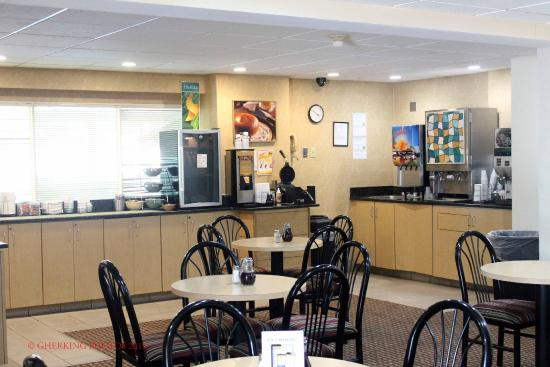 Quality Inn & Suites Council Bluffs: Breakfast Room