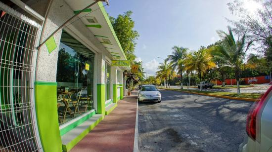 THE KEY LIME PIE FACTORY: Exterior