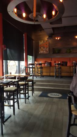 City Tap House Penn Quarter: Bar Area Late Lunch