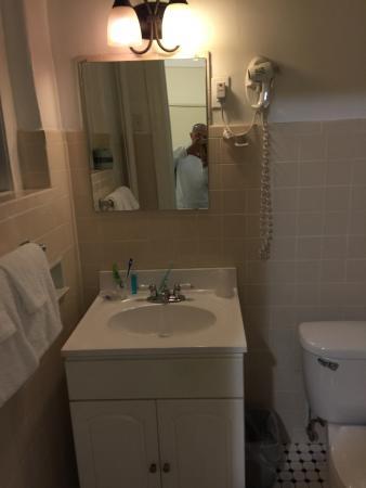 Hotel Deauville: シンプルな洗面台