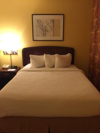 Courtyard Roseville: Bed