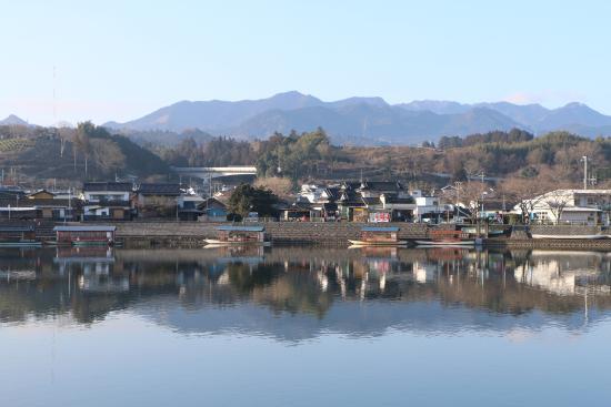 Kizantei Hotel: 由客房欣賞到的窗外三隈川清晨景色