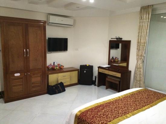 Sapa Paradise Hotel: Closet & Dressing Table