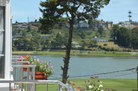 Royal Hills Nuwara Eliya : Gregory lake