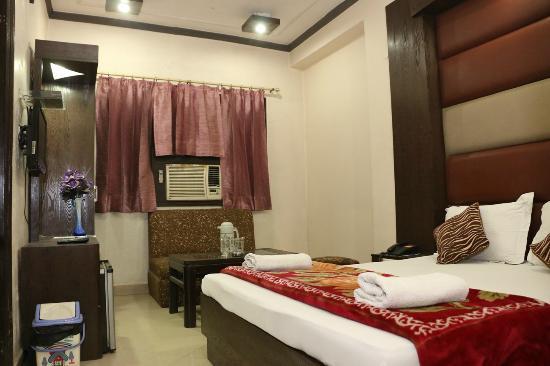 Hotel Maharaja Continental: DELUXE ROOM
