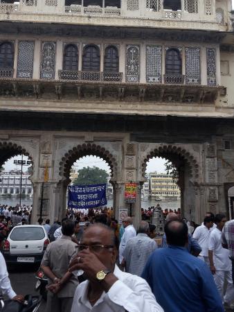 Hotel Gangaur Palace / Ashoka Art: Great location to watch festivals.