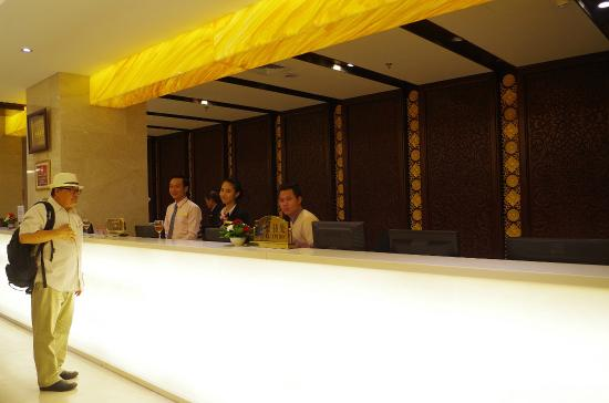 Don Chan Palace: helpful, friendly and accomodative front office staff