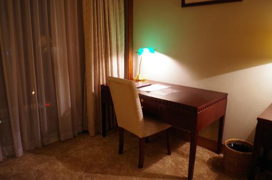 Don Chan Palace: Writing Desk