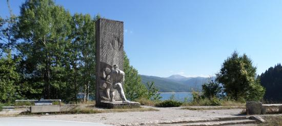 Mavrovo, Republic of Macedonia: Monumento risalente alla Repubblica Socialista di Macedonia