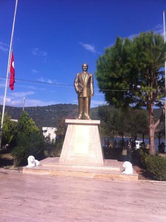 Bogazici, Turcja: Ataturk statue